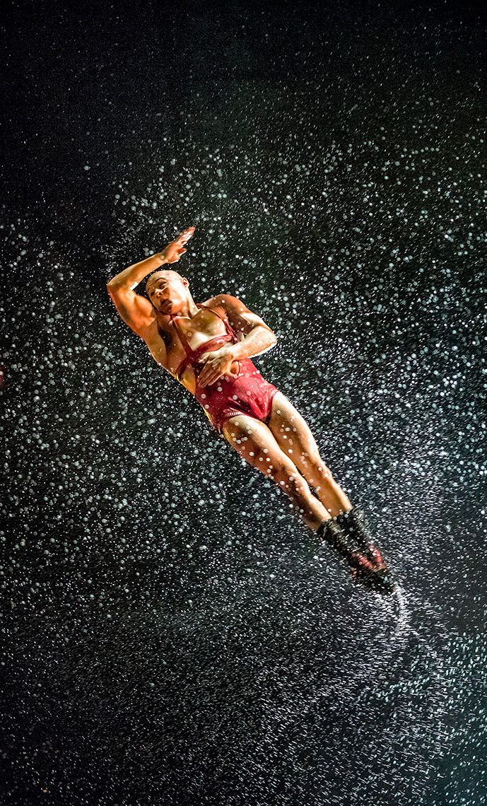 Diver acrobat Le RÊVE the Dream show At the Wynn Las Vegas Advertising